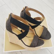 Michael Kors sandálky hnědé Prue